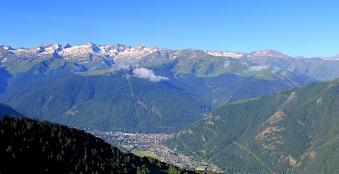 Pyrenees GR10 walking holiday France luchon